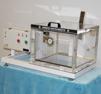 A clear acrylic vacuum chamber system controlled by the side mounted control box allows the chamber contents to always be seen.