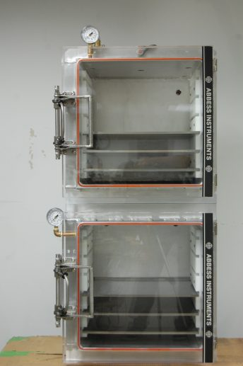 One-handed Door Latch Assembly on Chambers